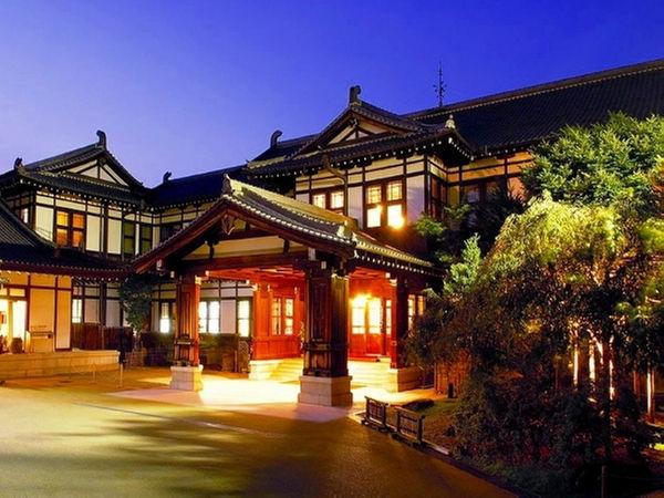 東京駅を設計した、辰野金吾が設計に関わっています。