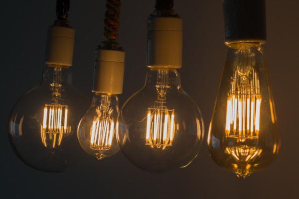 ヴィンテージでかっこいいなぁ〜と思ったら、なんとLEDの電球という衝撃の事実。