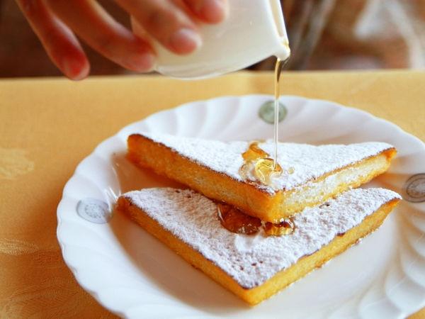 モーニングはフレンチトーストをオーダー。 優雅な雰囲気の中、朝食を取ると、1日の気分も違います。
