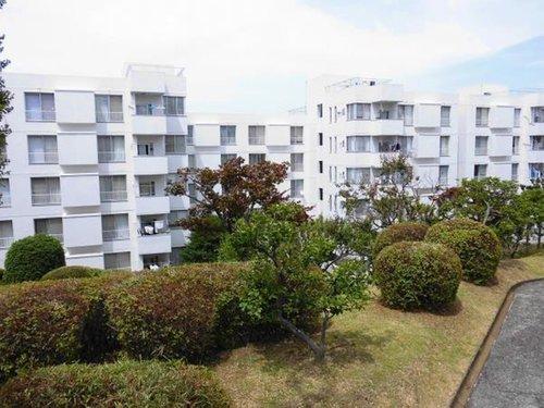 【物件紹介】宮崎台の名建築、敷地の80%が庭という贅沢