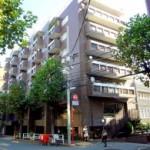 八幡通りにあるレトロなマンション@代官山