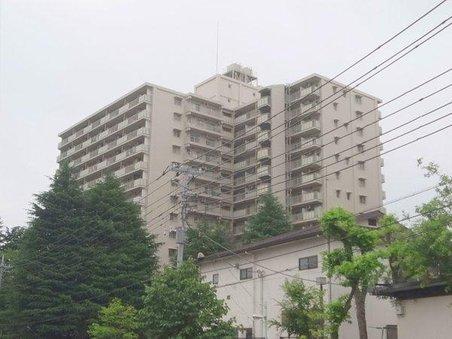 【物件紹介】東京なのに!?滝が流れる緑の中で暮らす