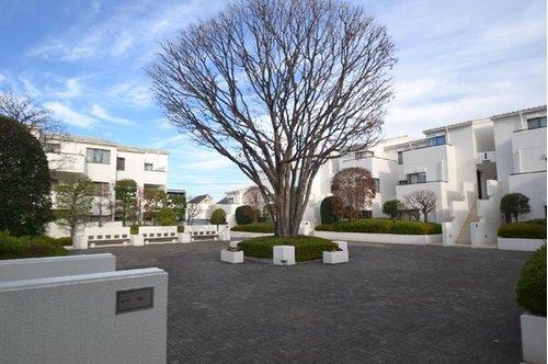 【物件紹介】大きな中庭を囲む白亜のタウンハウス@西荻窪