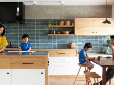 リノベーションを旅する、自由な家族の家